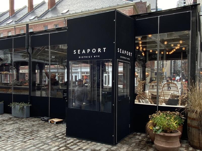 Seaport Garden Bar Winter Enclosure (22)